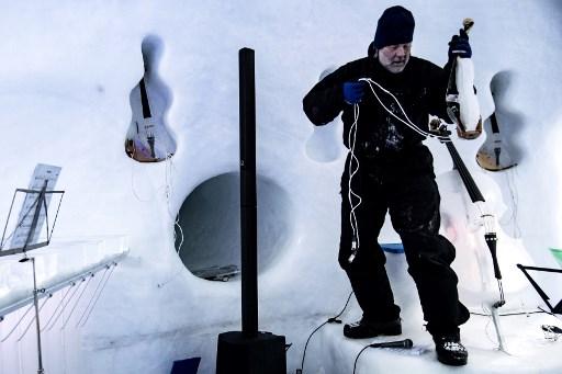 Американец исполняет «ледяную музыку» на вершине итальянских Альп