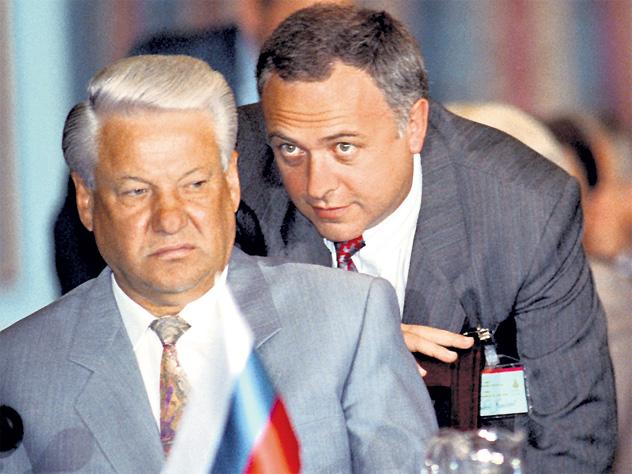 Журналисты рассказали о покинувших Россию чиновниках эпохи Ельцина