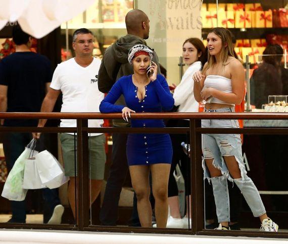 Рэперша Карди Би без макияжа осталась неузнанной в торговом центре