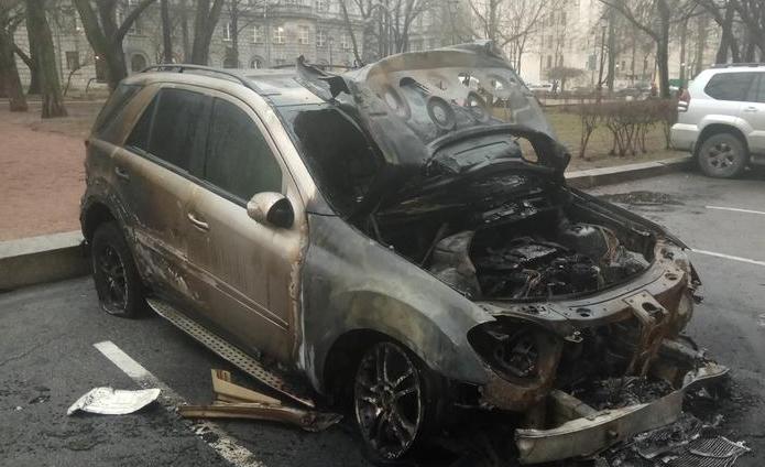 В Санкт-Петербурге подожгли Mercedes ML из-за работающей ночью сигнализации