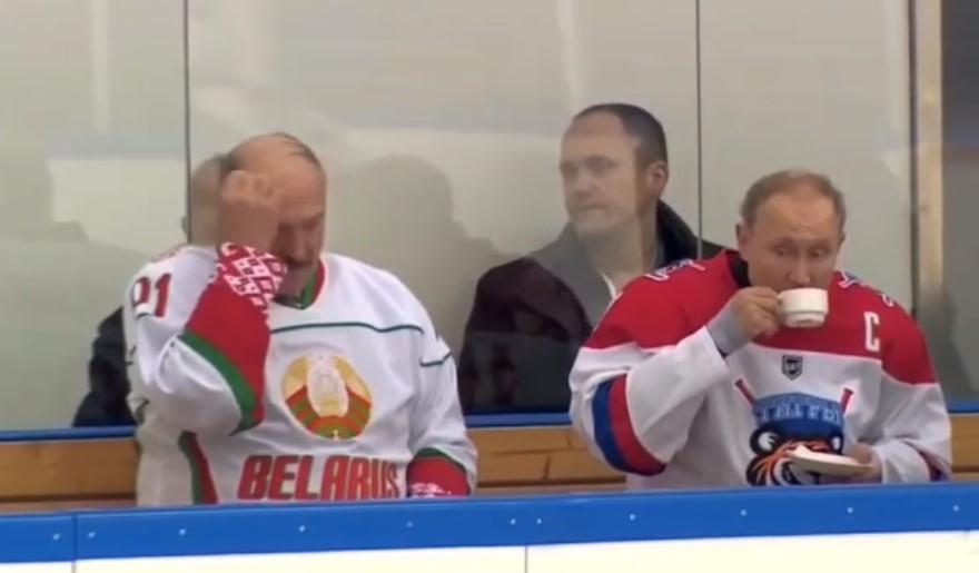 Опубликовано видео с матча Путина и Лукашенко по хоккею