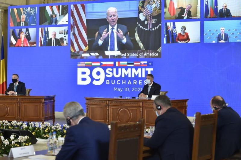 Румынский лидер попросил Байдена прислать больше войск НАТО на восток