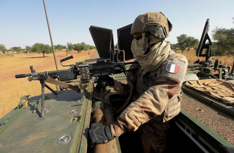 Макрон сворачивает военную миссию «Бархан» в западной Африке