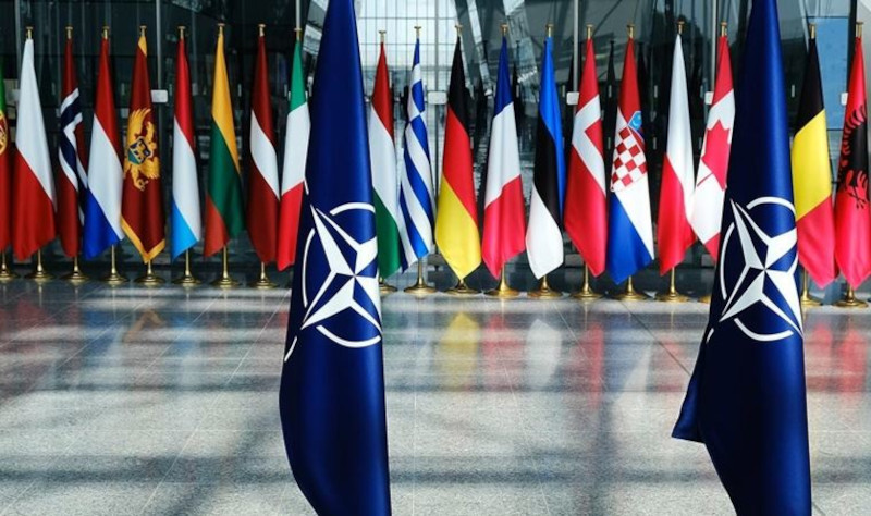 США толкают НАТО к новой холодной войне