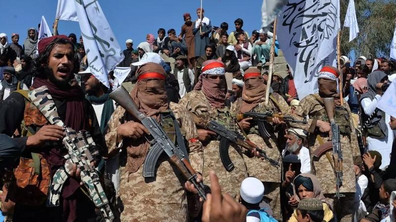 Афганистан: тысячи людей спасаются бегством от боевых действий между правительством и талибами
