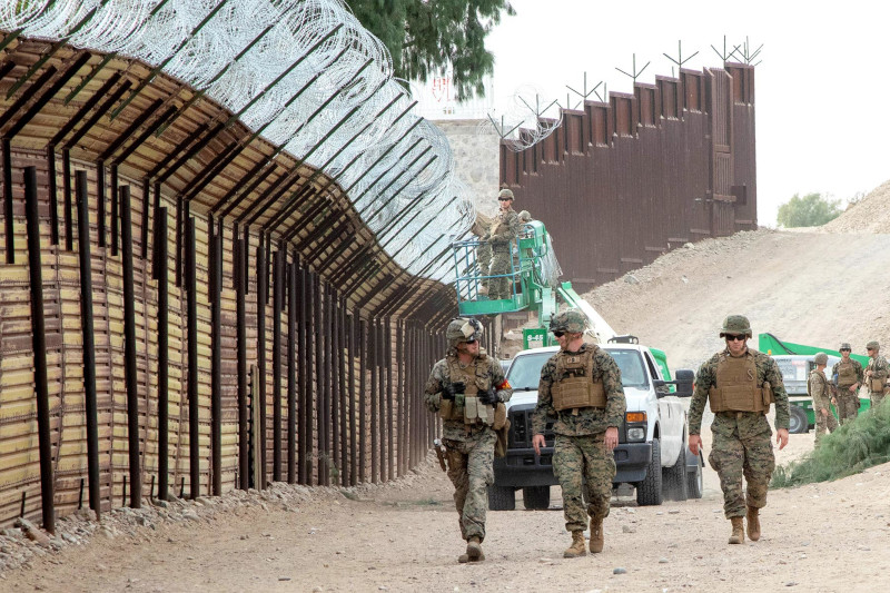 Пентагон продлил миссию развертывания американских войск вдоль мексиканской границы на год