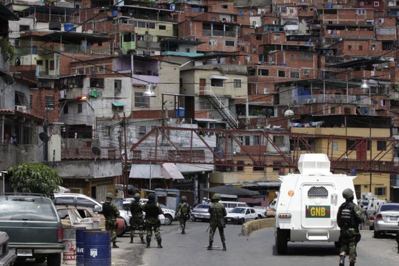 Венесуэльская полиция захватила трущобы Каракаса, ранее контролируемые бандами