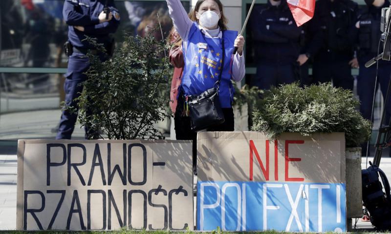 The Guardian (Великобритания): польский суд признал меры ЕС неконституционными