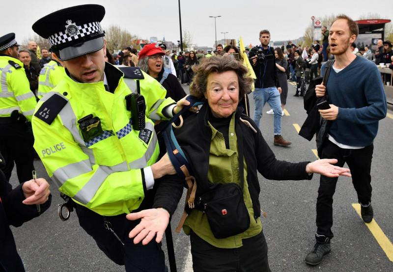 Британский Хоум-офис намерен сделать из журналистов преступников