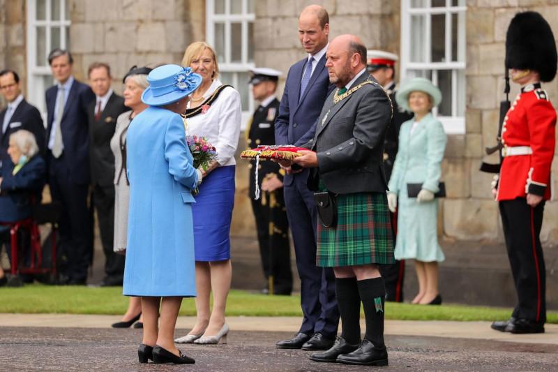 The Guardian: Елизавета II тайно требовала от министров Шотландии исключить ее земли из закона о климате