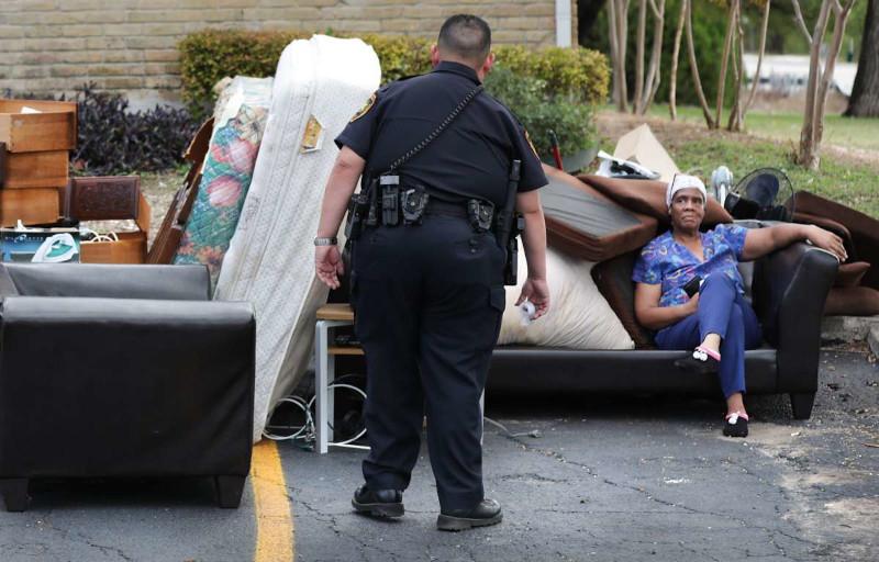 Associated Press (США): в понедельник почти 4 миллиона американцев могут стать бездомными