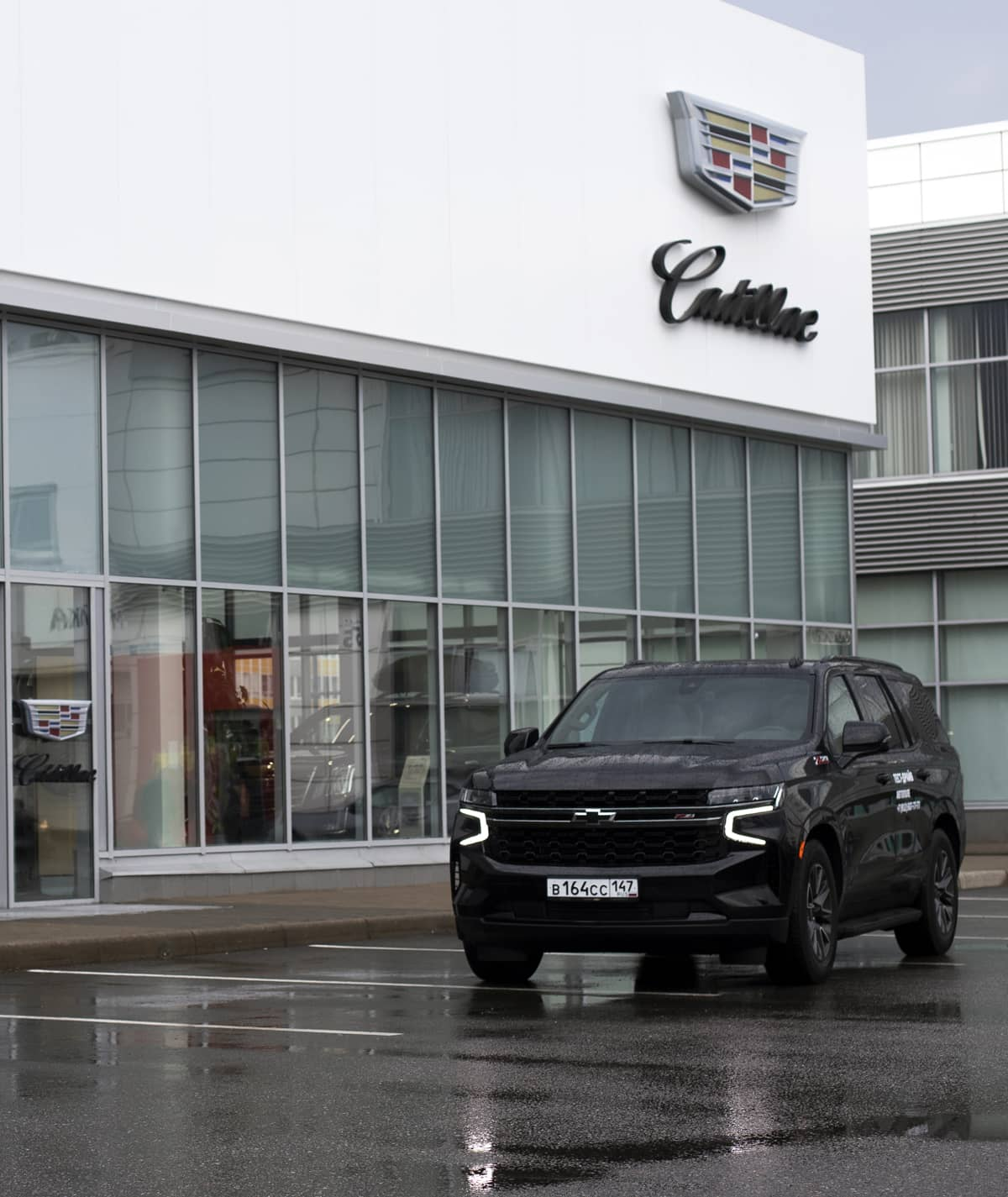 В Петербурге обновился крупнейший на Северо-Западе автосалон Cadillac и Chevrolet