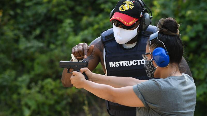 The Guardian: американцы лихорадочно опустошают прилавки оружейных магазинов