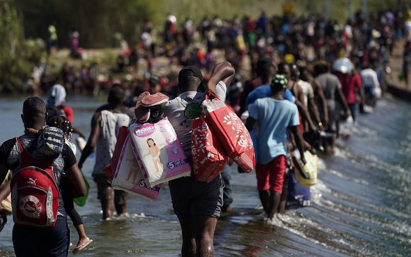Администрация Байдена вновь откроет лагерь для незаконных мигрантов в Гуантанамо-Бэй